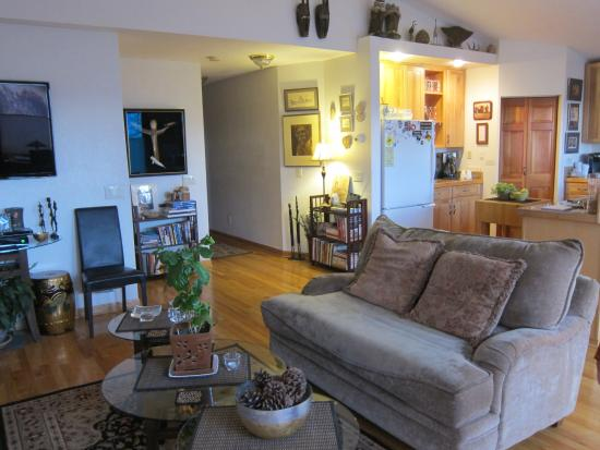 11th Avenue Bed and Breakfast: Common area