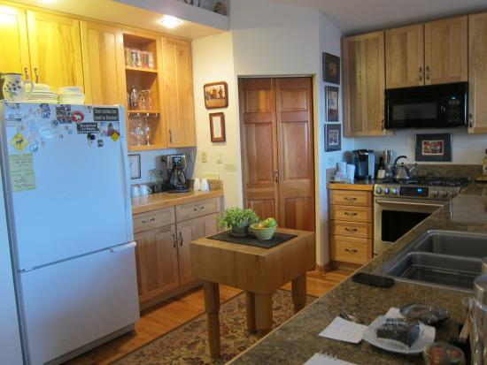 11th Avenue Bed and Breakfast: Kitchen