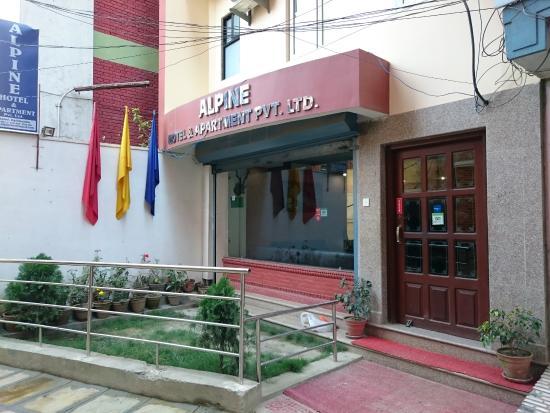 Alpine Hotel Apartment ホテルの外観