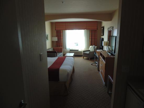 Holiday Inn Express Hotel & Suites Pacifica: View into room