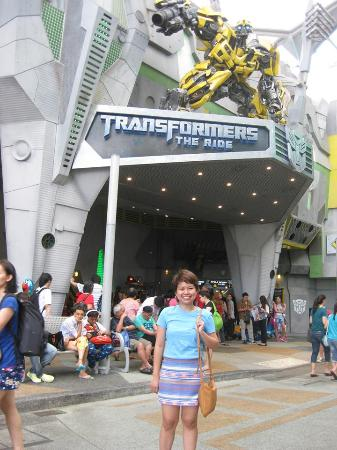 Sentosa Island, Singapore: Me in front of BumbleBee