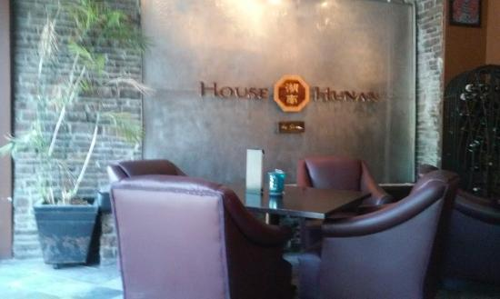 House of Hunan by Suen: Nice comfy leather chairs