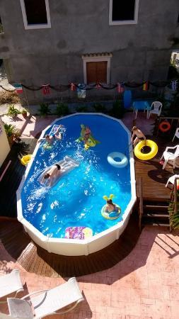 Jenny's Studios: The pool at Jenny's