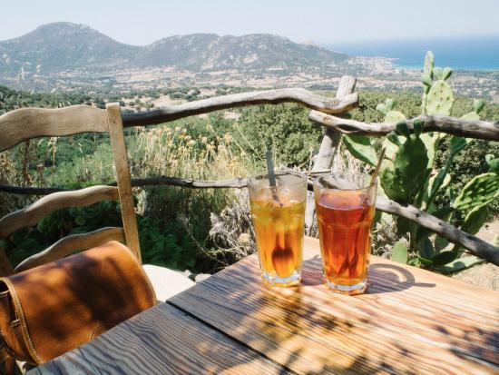 Pigna, Франция: les délicieux thés glacés