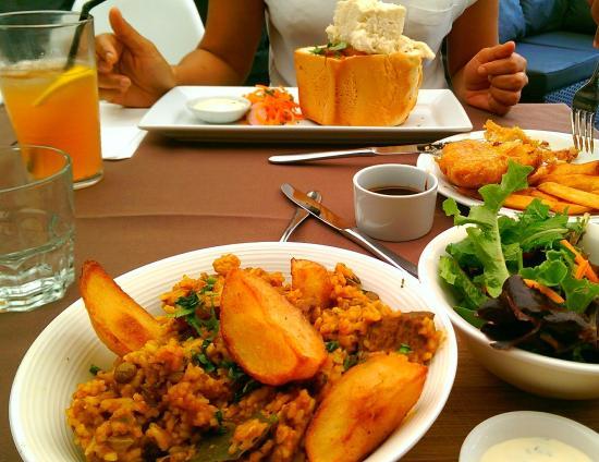 Mint Restaurant: Lamb breyani, Beans Bunny chow