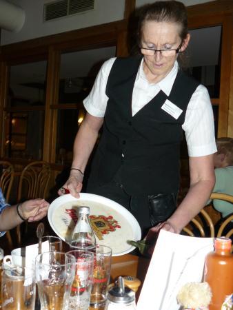 Hotelresort Reutmuhle: Die Restaurantleiterin Monika ist ein besonderes Unikat.Ganz großes Kompliment.