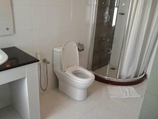 Avenue Hotel & Suites : Bathroom