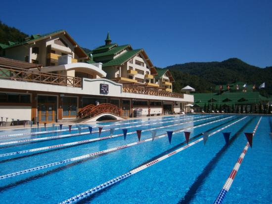 Grand Hotel Polyana: Открытый бассейн (корпус С)