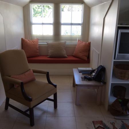 Ashbourne House Guest House: A quiet reading corner