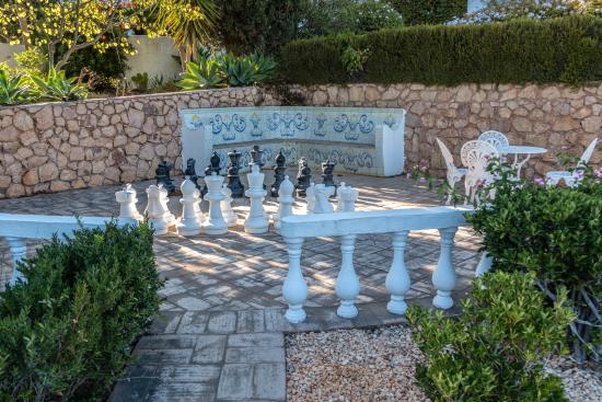 Quinta Bonita Luxury Boutique Hotel: Freiluftschach im italienischen Garten