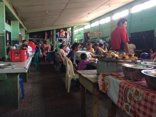 La Perla Hotel: Street food al mercato