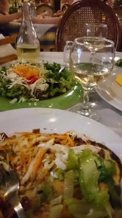 Veneto-Ristorante Italiano: Lasagne med salat og vin