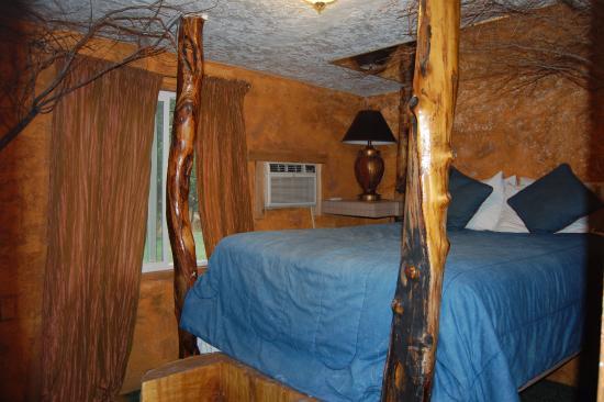 Parkway Motel: Falling in love bedroom