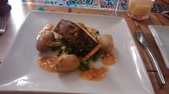 Rode, UK: Pan fried salmon