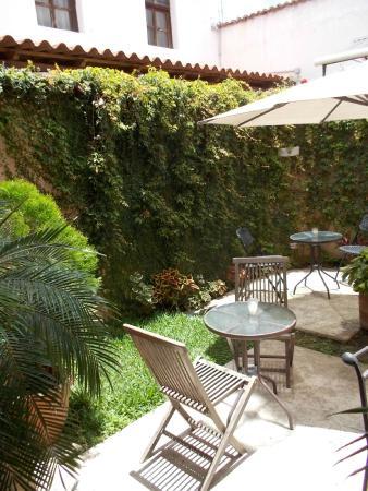 Hotel Casa Bella: Courtyard