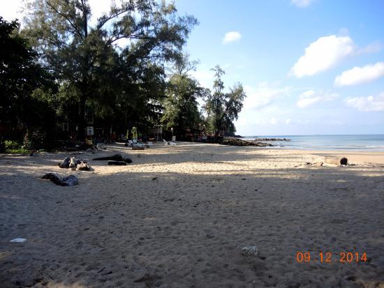 Good Days Lanta Beach Resort: Пляж напротив Gooddays Lanta Beach Resort