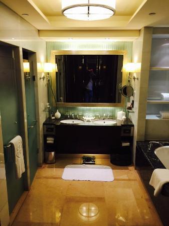 Shangri La China World Summit Wing  Beijing  Bathroom   Shower  amp  WC. Bathroom   Shower  amp  WC  left   duo sinks  amp  TV screen in mirror