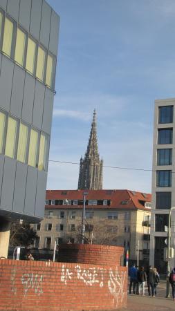 Ibis Ulm City : Vista da Munster, na entrada do hotel