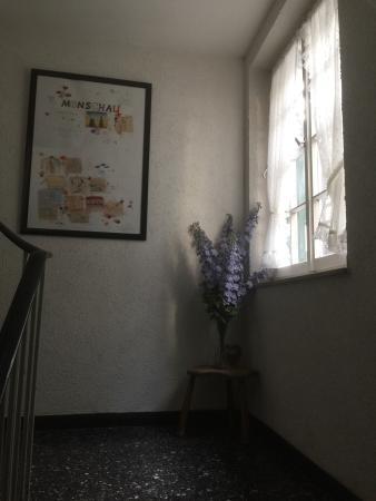 Hotel Royal und Schloss-Cafe: Zimmer sauber, Gemeinschaftsbad und Toilette im Flur mit deutlichem Renovierungsstau. Freundlich