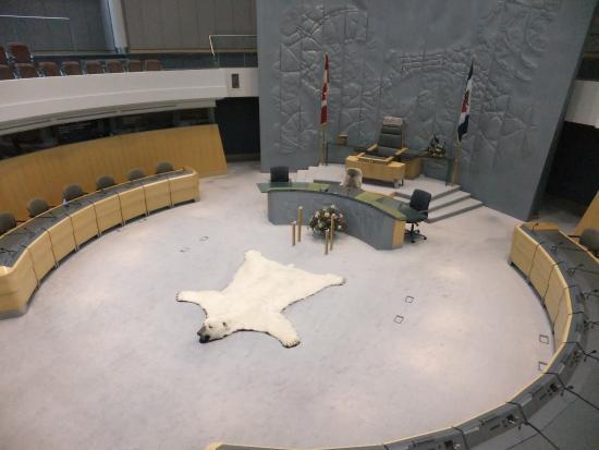 The Legislative Assembly Building: 議事堂内