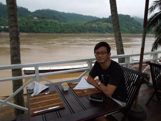 The BelleRive Boutique Hotel : Breakfast by the Mekong River
