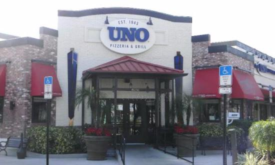 UNO Chicago Bar & Grill