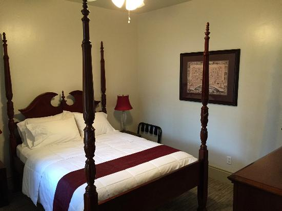 Marigny Manor House: The Dauphine bedroom