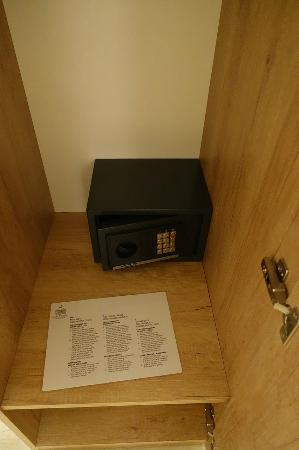 Old Town Rooms and Apartments: They also have a safe for you which is a good thing