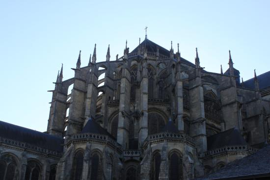 Flying buttresses on Le Mans Cathedral - Picture of Hotel Le ...