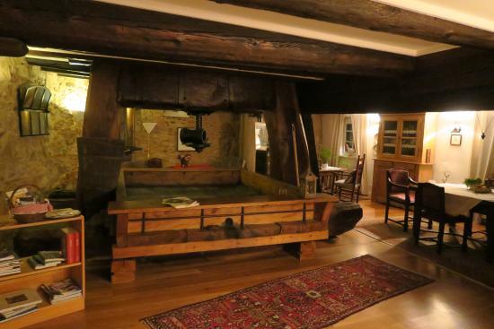 Le Bastion de Riquewihr : The downstairs is unique and built around a wine press