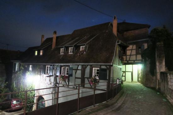 Le Bastion de Riquewihr : Hotel at night