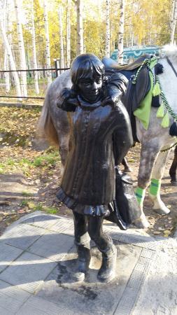 Sculptures Shkolnik i Shkolnitsa