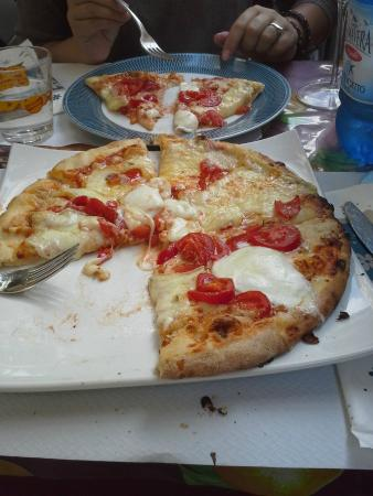 The Brick Oven : Margheritta pizza