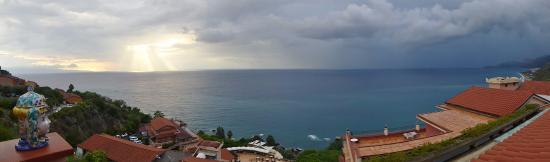 Baia Taormina-Grand Palace Hotel & Spa: HOTEL BAIA TAORMINA - BALCONY VIEW 1