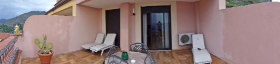 Baia Taormina-Grand Palace Hotel & Spa: HOTEL BAIA TAORMINA BALCONY