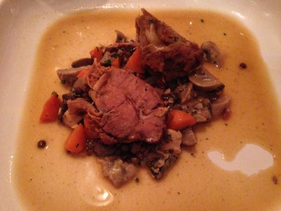 Restaurant Joy : Jarret de veau et champignons, sauce aux truffes