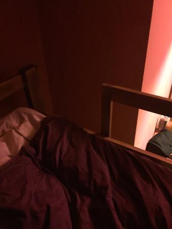 Chaska Wasi Hostel: Não dava nem pra subir na cama!!