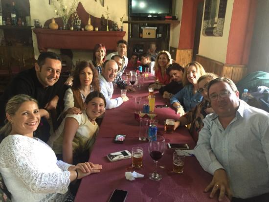 Braseria La Taberna: Comida de 20 personas, precio y calidad de lujo, magnífico día, muy bien atendido en plena sierr