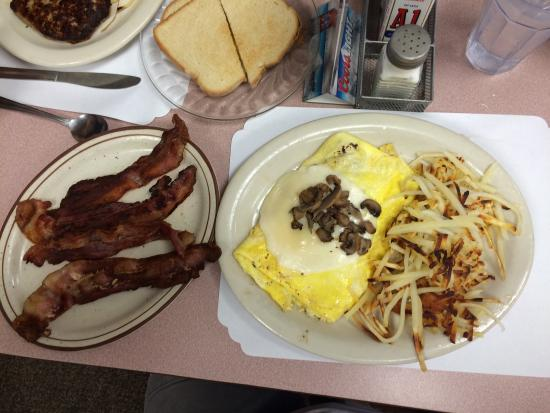 The Pheasant - Blue Collar Bar and Grill: Awesome omelets