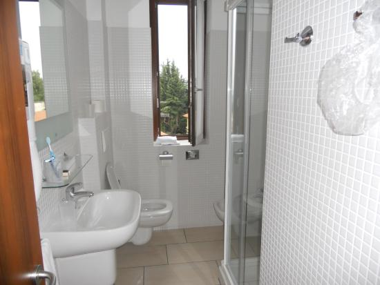 Hotel Locanda: bagno bello,pulito ma ......