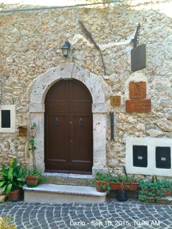 Pico, Italia: The very charming entry to Nena…We will be back!!!