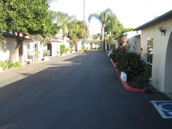 Mission Bell Motel: courtyard design