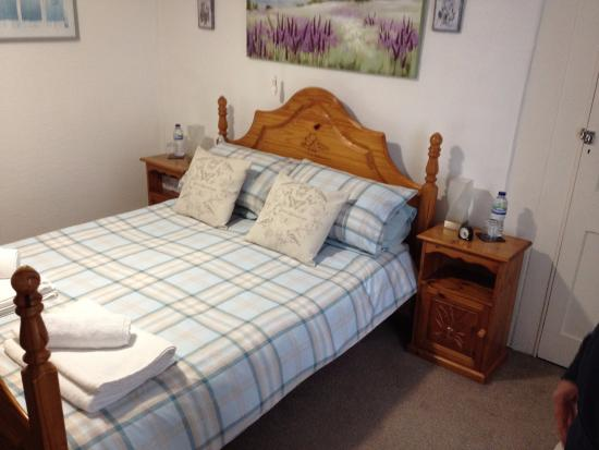 Ring O'Bells at St Issey: Comfy bed - complimentary bottle of water eacht too.