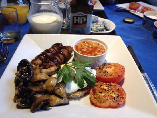 Ring O'Bells at St Issey: Veggie breakfast - with HP sauce!