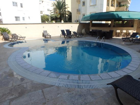 Comfort Hotel: outdoor pool