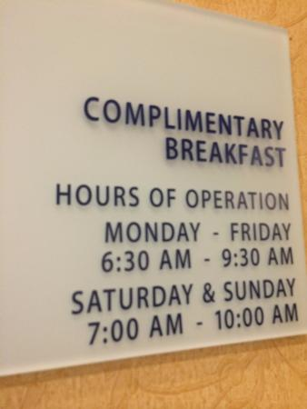 Holiday Inn Express Williamsburg: Breakfast Hours