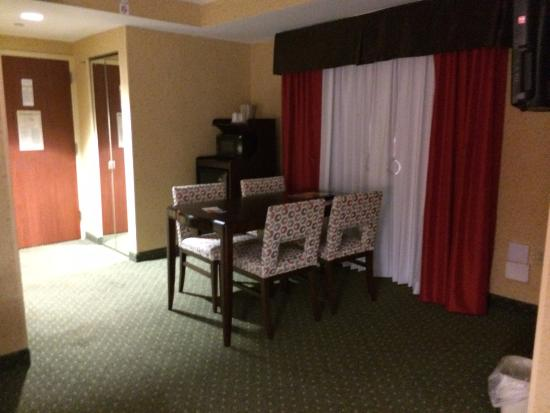 Holiday Inn Express & Suites Williamsburg: King guestroom
