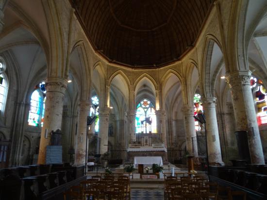 Int rieur picture of eglise saint pierre et saint paul for Interieur eglise