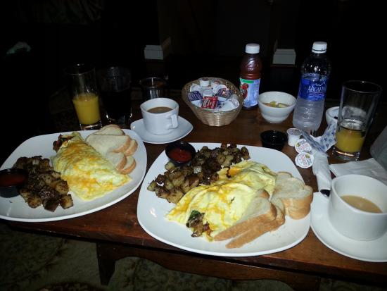 Ambrae House: Our huge breakfast!