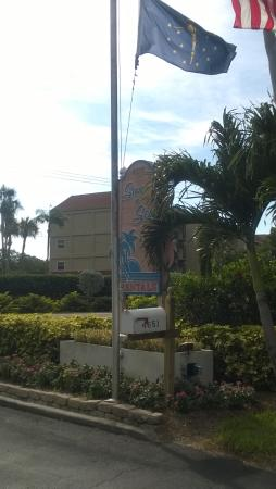 Sun 'n Sea : The front sign